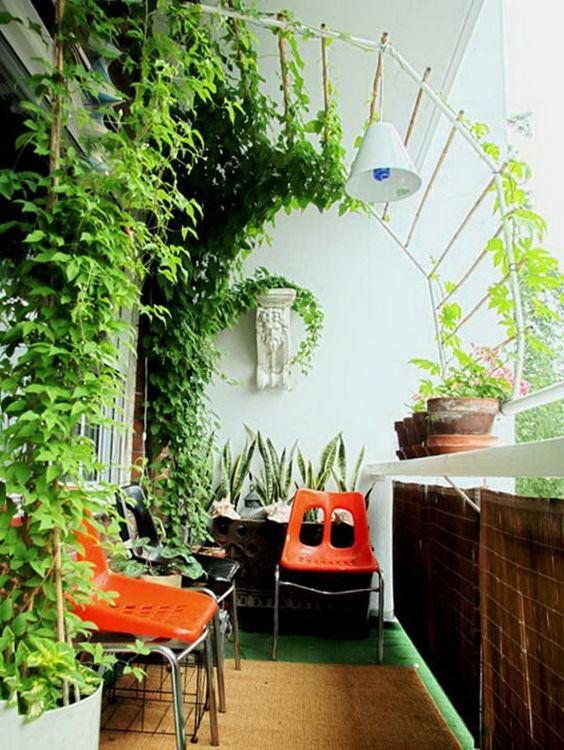 Ιδέες διακόσμησης για να βάλετε την άνοιξη στο μπαλκόνι σας.