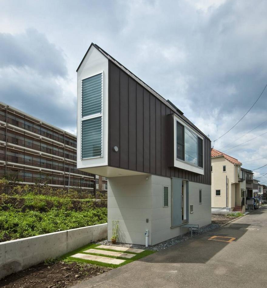 Το πιο στενό σπίτι στην Ιαπωνία που είναι τεράστιο στο εσωτερικό του.