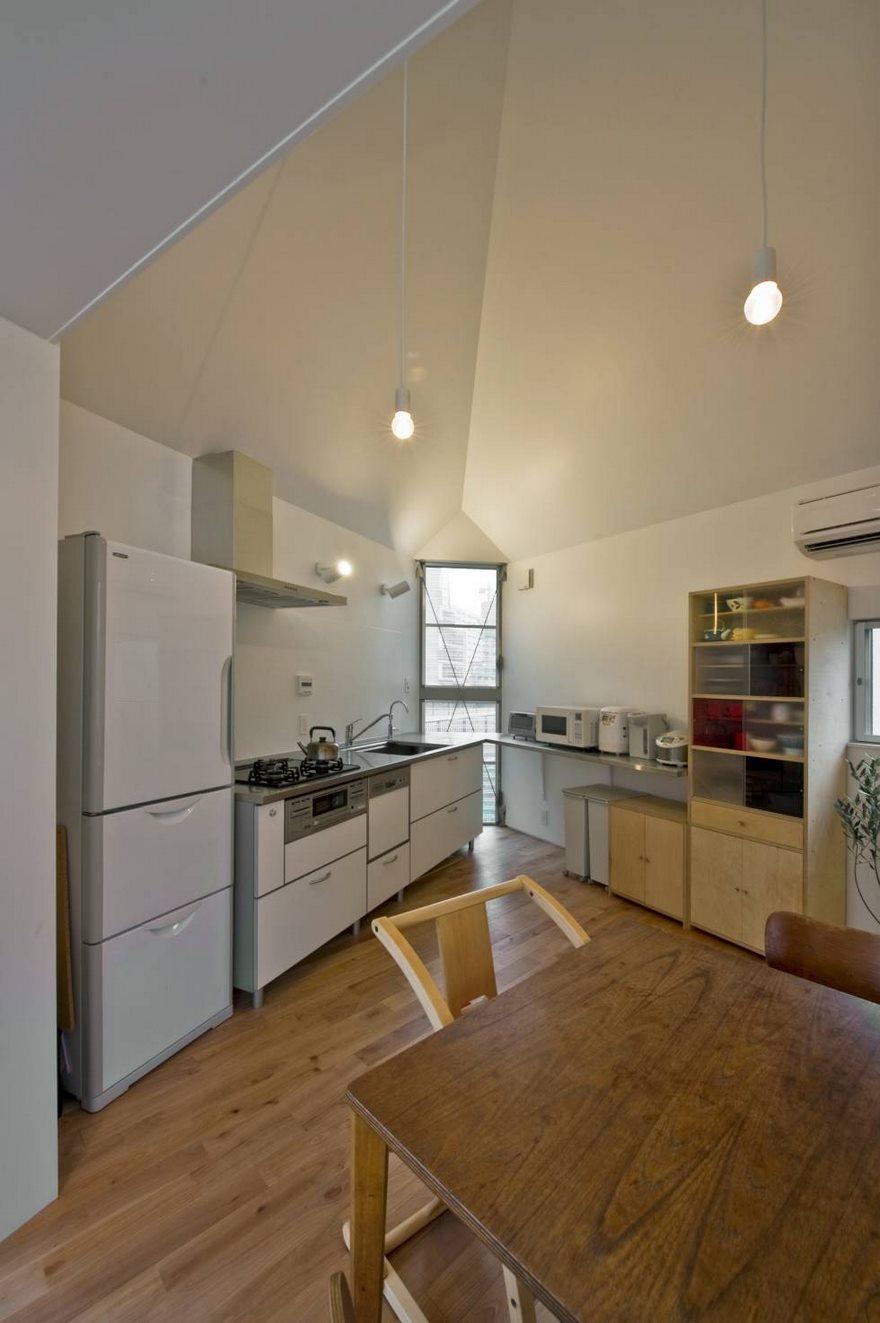 Κουζίνα με ξύλινα στοιχεία.