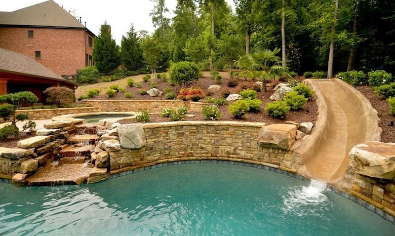 Εντυπωσιακή και στυλάτη πισίνα.