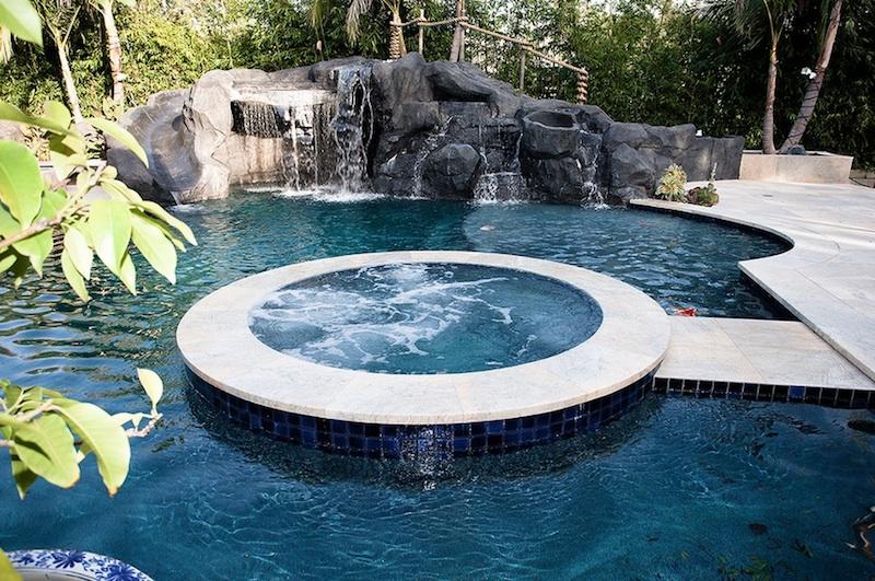 Στυλάτη πισίνα.